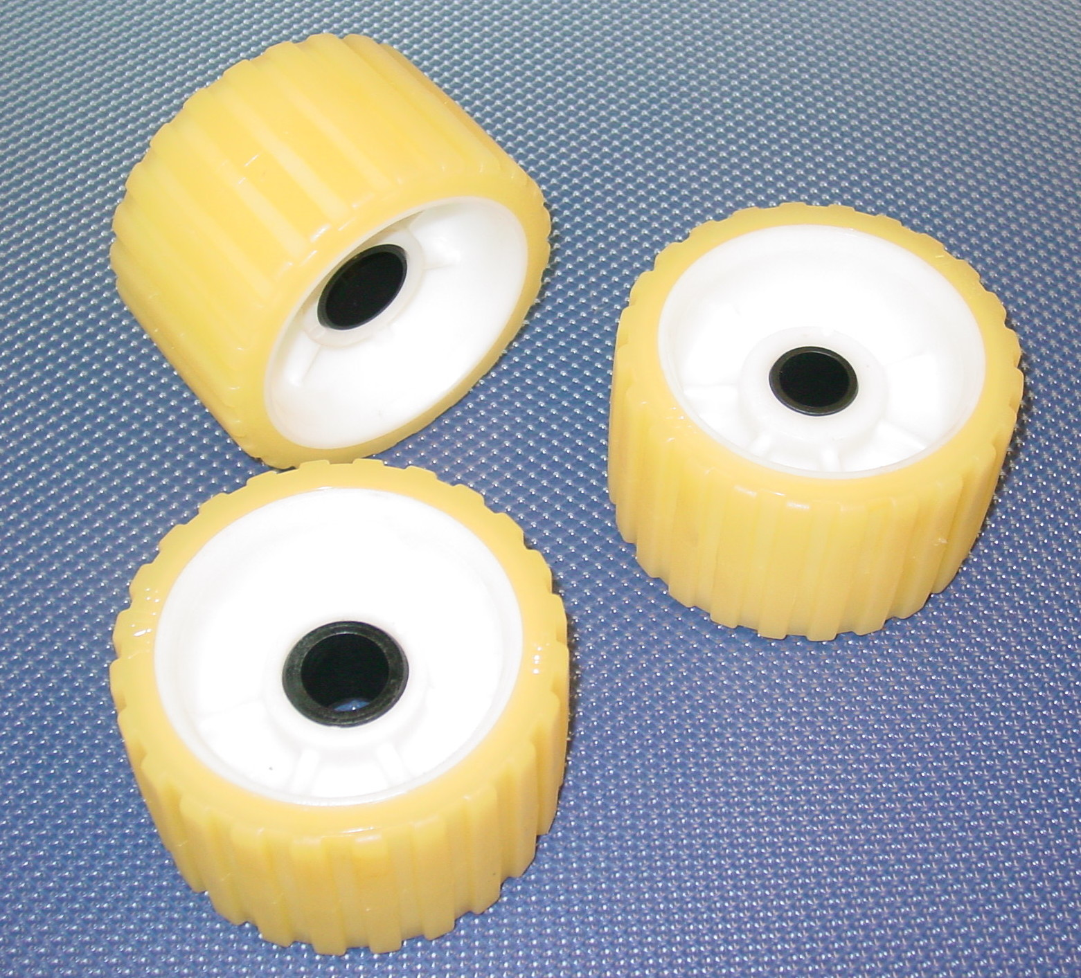 Bow Of A Boat >> Plastic Boat Trailer Rollers